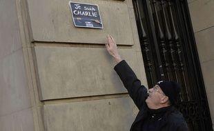 Devant l'ambassade de France, à Barcelone, le 8 janvier 2015.