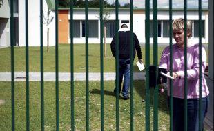 Mulhouse, le 18 mai 2009. Un mineur délinquant entre au centre éducatif fermé de Mulhouse après une condamnation.