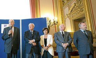 Une quinzaine d'élus ont répondu à l'invitation du préfet de région.