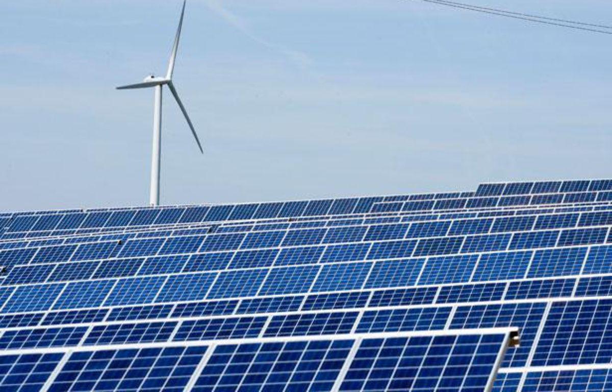 Le parc photovoltaïque d'Avignonet-Lauragais. Panneaux voltaïque et éolienne. – FREDERIC SCHEIBER / 20 MINUTES