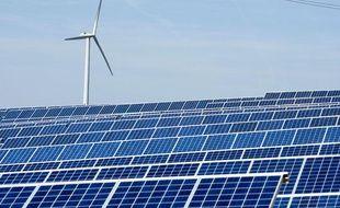 Le parc photovoltaïque d'Avignonet-Lauragais. Panneaux voltaïque et éolienne.