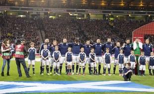 Les joueurs écossais attendent leur hymne avant le match contre la Lituanie le 8 octobre 2016.