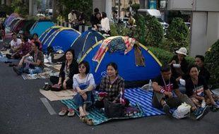 """Le gouvernement thaïlandais appelle jeudi la police à arrêter les meneurs des manifestants qui ont menacé de """"capturer"""" la Première ministre, Yingluck Shinawatra, et bloqué une partie du centre de Bangkok lors d'une opération de """"paralysie"""" qui semble s'essouffler."""