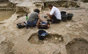 Des archéologues réalisent des fouilles  - Illustration