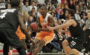 Lille, le 18 septembre 2013. Match amical de pro A de basket qui opposait le Basket Club Maritime (BCM) à Orléans salle Saint Sauveur. Ici Yakhouba Diawara.
