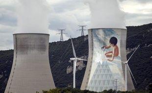 Des militants de Greenpeace décidés à illustrer les failles de la sécurité des installations nucléaires ont réussi lundi à s'introduire dans deux centrale, à Nogent-sur-Seine (Aube) et Cruas (Ardèche), déjouant la surveillance pendant près de 14 heures.