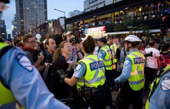 Au moins 25 personnes ont été arrêtées samedi soir à Montréal à l'issue d'une marche de quelque 500 manifestants qui protestaient contre la hausse des frais de scolarité, et, par extension, contre le Grand Prix de F1, en cours dans la ville québécoise.