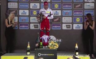 Alexander Kristoff et son fils sur le podium du Tour des Flandres, le 5 avril 2015 à Audenarde.