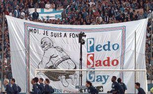 Les supporters marseillais souhaitent la bienvenue aux Parisiens, le 8 avril 1998.