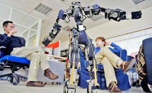 Le robot Acroban et ses créateurs