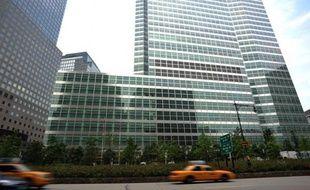 La banque d'affaires américaine Goldman Sachs va payer 12 millions de dollars pour mettre fin à des poursuites de la Commission américaine des affaires boursières (SEC), qui l'accusait de contributions non déclarées à une campagne électorale dans le Massachusetts.