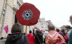 """Un panneau """"stop pesticides"""" est brandi lors d'une manifestation au maire de Langoüet Daniel Cueff, en octobre 2019 à Rennes."""
