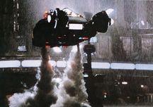 Un voiture volante (apparemment plutôt polluante) de