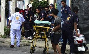 Une série d'explosions a fait au moins quatre morts et une vingtaine de blessés, notamment dans la station balnéaire touristique de Hua Hin.