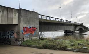 Le pont des Trois continents relie Nantes à Rezé