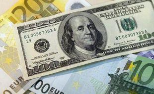 Illustration de dollars et d'euros.