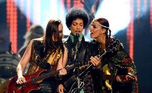 Prince en concert le 19 mai 2013 à l'Arena Grand garden MGM de Las Vegas aux Etats-Unis, avec Donna Grantis et Ida Nielson