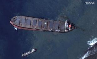 Le vraquier MV Wakashio s'est échoué sur un récif au sud-est de l'île Maurice, avec 3.800 tonnes de fioul et 200 tonnes de diesel à bord