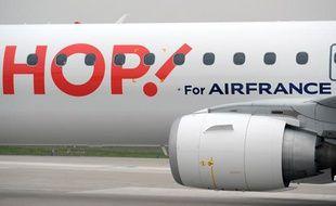 Un        avion low-cost de régional Hop d'Air France.