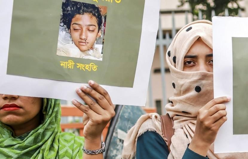 Bangladesh : Seize hommes condamnés à mort pour le meurtre d'une jeune femme brûlée vive