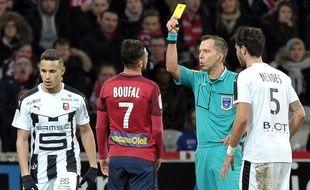 Sofiane Boufal a été expulsé contre Rennes après avoir reçu deux cartons jaunes en cinq minutes. AFP PHOTO / FRANCOIS LO PRESTI