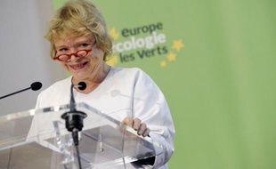 """Eva Joly, candidate d'Europe Ecologie-Les Verts (EELV) à la présidentielle, a détaillé samedi ses priorités pour 2012, jugeant que """"l'économie verte"""" peut créer jusqu'à """"un million d'emplois"""" et y voyant le """"seul chemin pour sortir de la crise""""."""