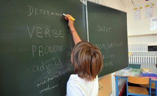 Une élève au tableau le 5 septembre 2011 dans une école primaire à Nantes