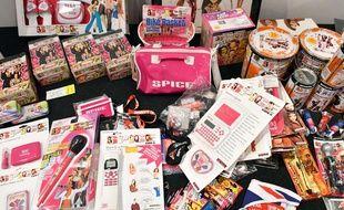 Des objets à l'effigie des Spice Girls exposés dans le cadre de l'exposition «Spice Up» à Londres.