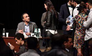 Le théologien musulman Tariq Ramadan à une séance de dédiasse à  Bordeaux en mars 2016.