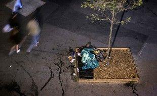 Une personne sans domicile fixe à Paris (image d'illustration).