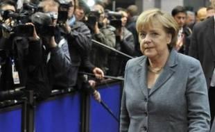 La chancelière allemande Angela Merkel a maintenu jeudi son exigence d'un changement du traité de Lisbonne pour doter la zone euro d'un filet de sécurité financier et insisté sur sa volonté, très critiquée, de priver les pays laxistes de leurs droits de vote dans l'Union européenne (UE).