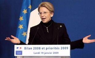 """La ministre de l'Intérieur, Michèle Alliot-Marie, a annoncé lundi le lancement d'un """"plan de lutte"""" contre les vols à main armée qui ont augmenté en 2008."""