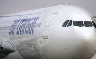La compagnie Air Transat a confirmé l'arrestation des deux pilotes (illustration).