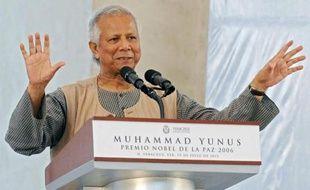 """Le gouvernement du Bangladesh a ordonné """"une action judiciaire"""" contre le prix Nobel de la paix Muhammad Yunus, fondateur de la Grameen Bank, banque pionnière dans le microcrédit, l'accusant de fraude fiscale."""