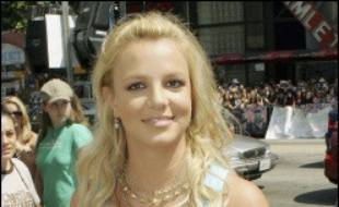 Des médias américains ont publié des images de la chanteuse Britney Spears en train de conduire avec son bébé de cinq mois sur les genoux, mais la star a affirmé mardi que ces photos avaient été prises alors qu'elle essayait d'échapper à des paparazzi qui la harcelaient.