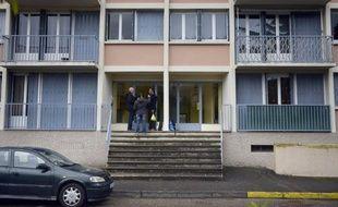 Un homme d'origine britannique, soupçonné d'avoir tué ses deux enfants de cinq et dix ans samedi à Saint-Priest (Rhône) après un divorce conflictuel, était en garde à vue dimanche à Lyon.