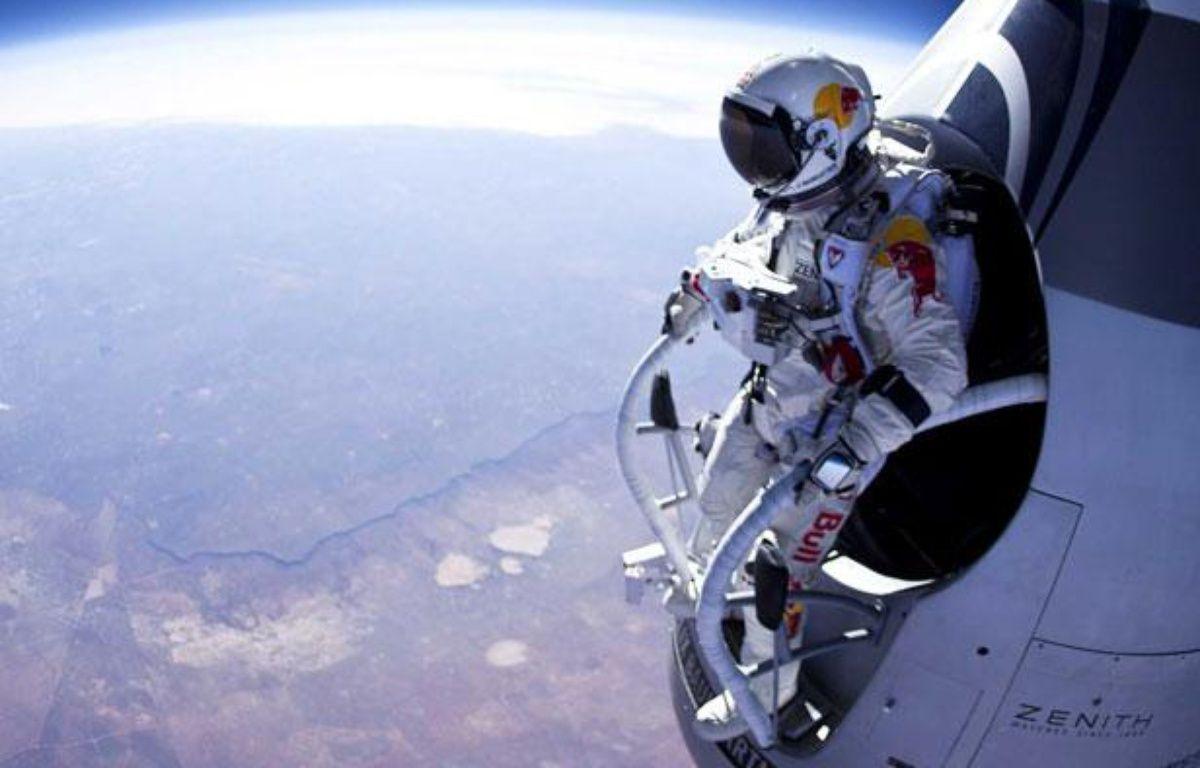 L'Autrichien Felix Baumgartner s'apprête à sauter depuis une altitude de 21.800 mètres, le 15 mars 2012.  – JAY NEMETH/SPORTSANDNEWS/SIPA