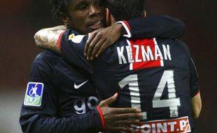 Les attaquants du PSG, Peguy Luyindula (à gauche) et Mateja Kezman (à droite) fêtant une victoire face à Nancy, le 12 novembre 2008.