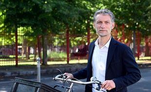 Stéphane Baly, candidat EELV aux élections municipales a Lille, devant le parc Jean-Baptiste Lebas, à Lille,  le 18 juin 2020.