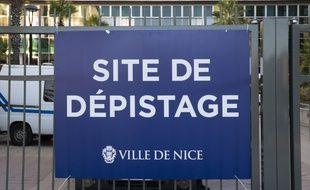 Entrée du grand centre de dépistage PCR gratuit du Palais des Expositions à Nice, le 5 septembre 2020.