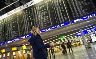 L'aéroport de Francfort, engagée dans une rude concurrence avec ses rivaux d'Europe et du Moyen-Orient, voit ses ambitions menacées par un durcissement des règles anti-bruit que projette d'adopter la nouvelle coalition dans l'Etat régional de Hesse.