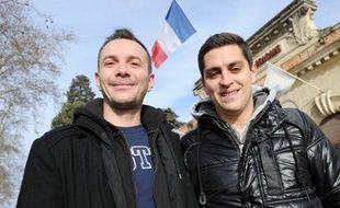 Vincent Autin (g) et son compagnon Bruno posent à Montpellier, le 12 janvier 2013