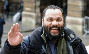 Le polémiste Dieudonné arrivant au palais de justice de Paris, le 3 février 2011