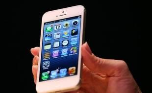 Le groupe informatique Apple a annoncé lundi avoir enregistré plus de 2 millions de pré-commandes en 24 heures pour son nouveau téléphone multimédias iPhone 5, dépassant le record d'un million d'unités qu'il avait enregistré avec le modèle précédent.
