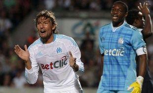 Les joueurs de Marseille, Gabriel Heinze et Steve Mandanda, lors du match nul face à Bordeaux (1-1) en L1 le 29 août 2010.