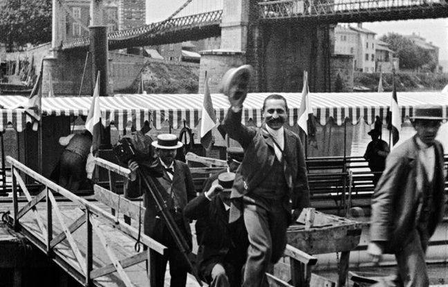 Le débarquement du congrès de photographie, filmé par les frères Lumière en 1895.