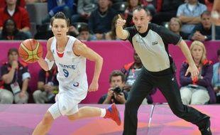 Les exploits de Céline Dumerc dans le tournoi olympique de basket, où elle a mené la France en demi-finale face à la Russie jeudi, affolent ses coéquipières qui rivalisent en superlatifs.