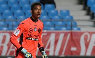 Alban Lafont, le jeune gardien de Toulouse (16 ans), a brillé lors de son deuxième match en Ligue 1, le 2 décembre 2015 à Troyes.