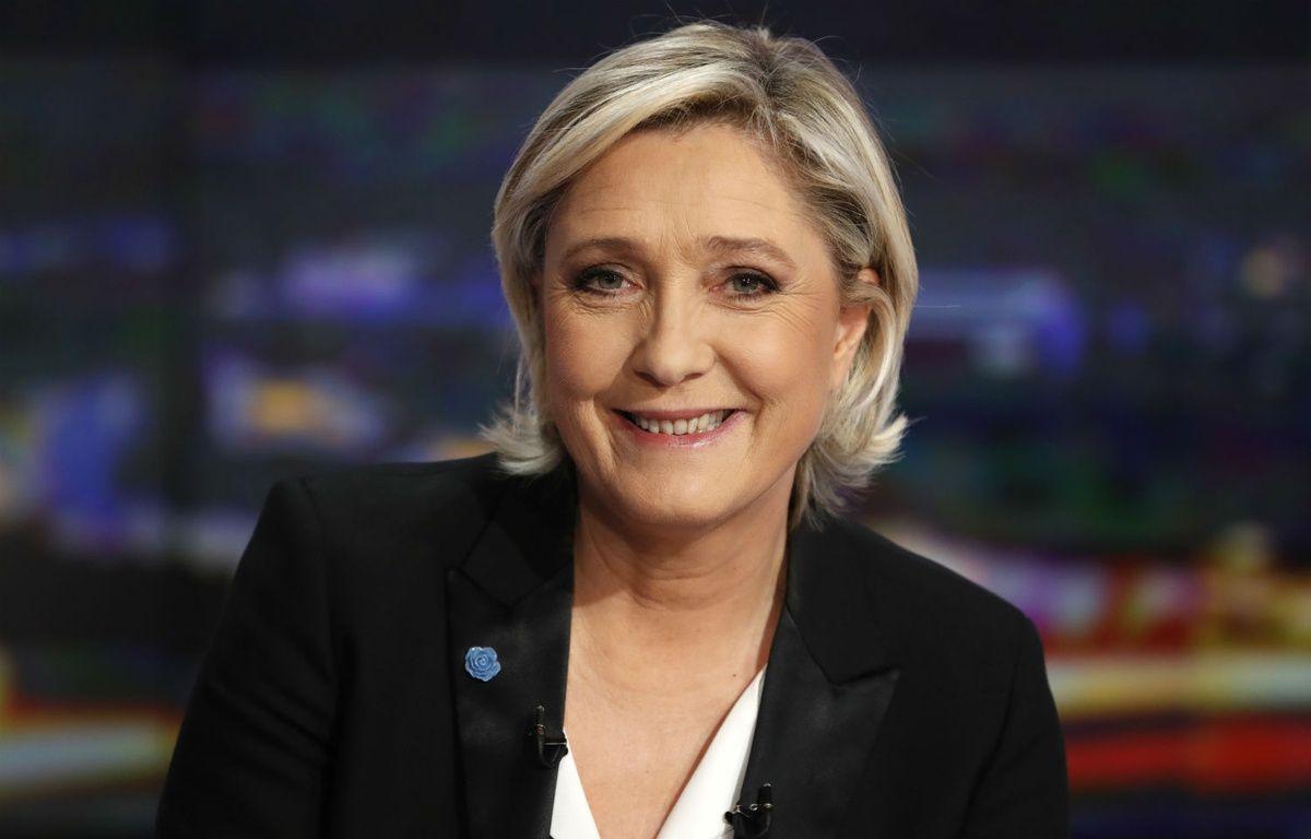 Marine Le Pen sur le plateau du JT de TF1 le 22 fevrier 2017.  – PATRICK KOVARIK / AFP