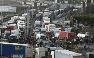 Quelque 5.000 poids lourds étaient encore bloqués ce mercredi dans le Kent, en Angleterre.